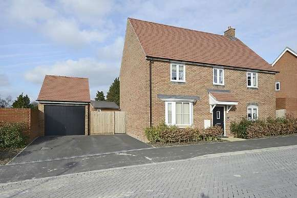4 Bedrooms Detached House for sale in Locksbridge Road, Andover