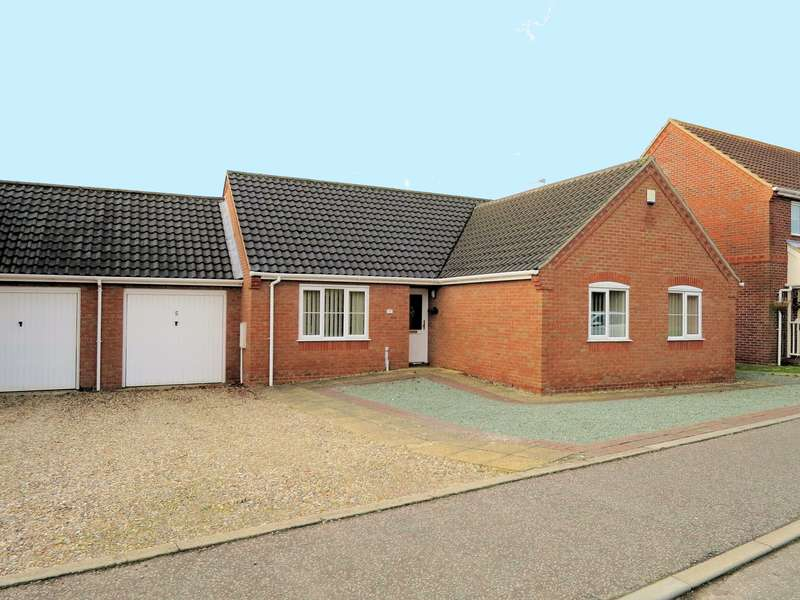 3 Bedrooms Bungalow for sale in Yareview Close, Reedham, NR13