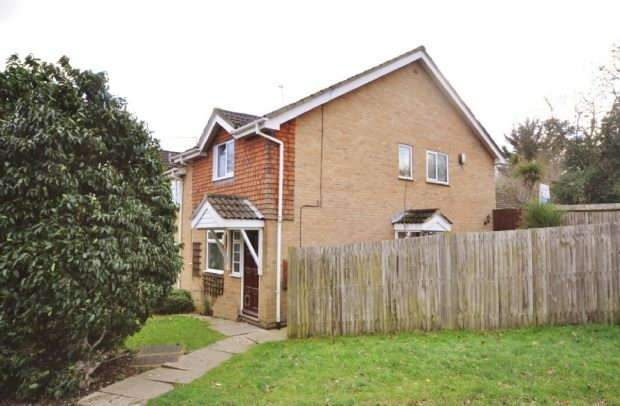 2 Bedrooms Maisonette Flat for sale in Maltby Way, Lower Earley, Reading,