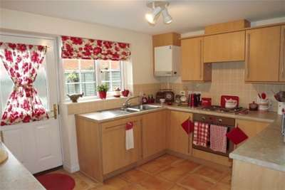 3 Bedrooms Semi Detached House for rent in Creswell