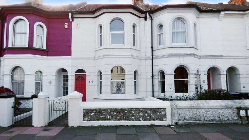 3 Bedrooms Terraced House for sale in Queen Street, Worthing, West Sussex, BN14