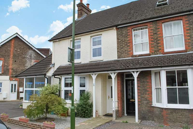 3 Bedrooms Semi Detached House for sale in Swindon Road, Horsham, RH12