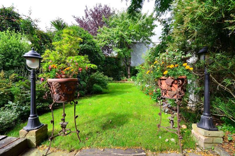 3 Bedrooms Flat for sale in Penywern Road, Earls Court, SW5