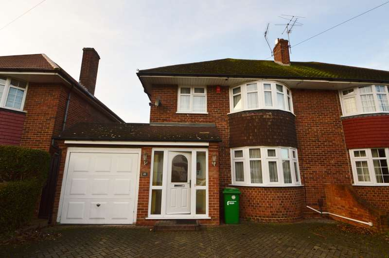 4 Bedrooms Semi Detached House for rent in Blenheim Road, Langley, SL3