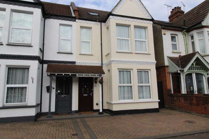 4 Bedrooms Semi Detached House for sale in Boscombe Road, Southend-On-Sea