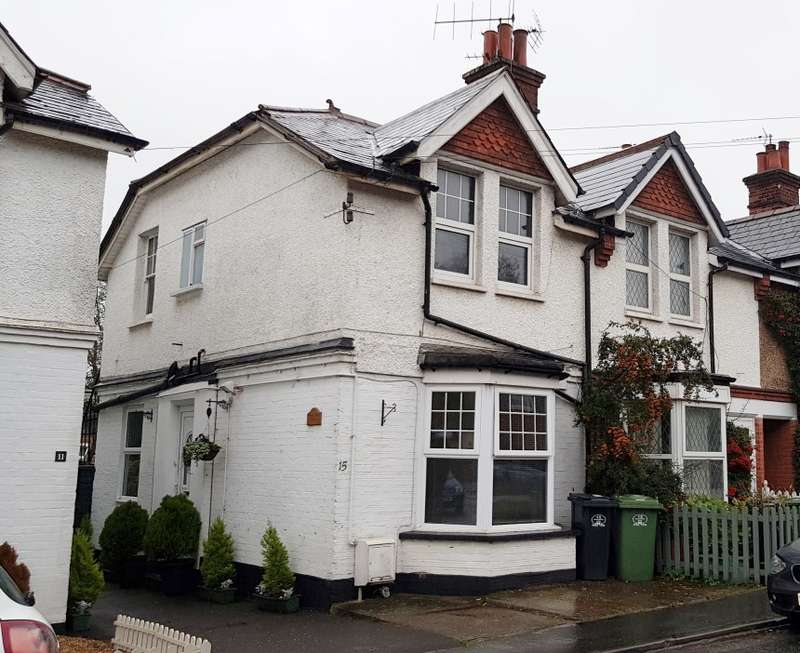 1 Bedroom Flat for sale in First Floor Flat, Woodcote Side, Epsom, Surrey, KT18 7HB