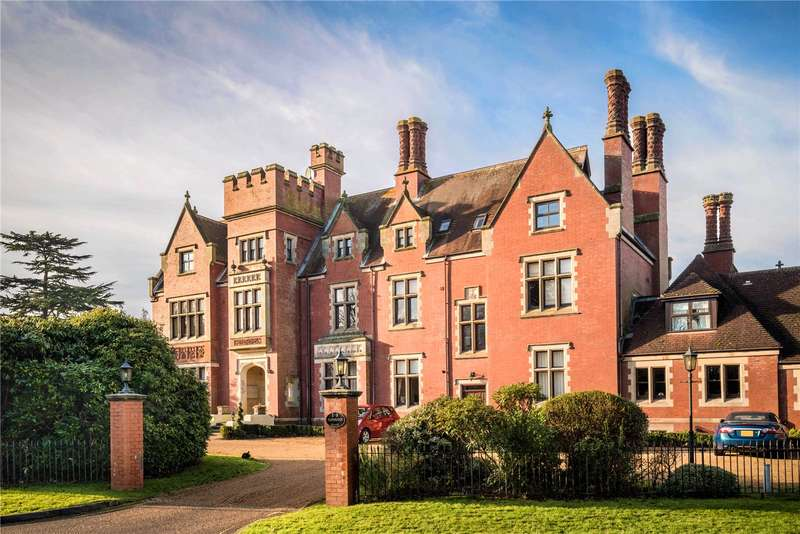 2 Bedrooms Flat for sale in Tanbridge House, Tanbridge Park, Horsham, West Sussex, RH12