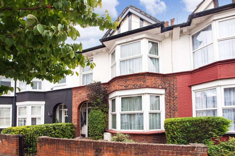 3 Bedrooms Terraced House for sale in Waverley Road, South Woodford