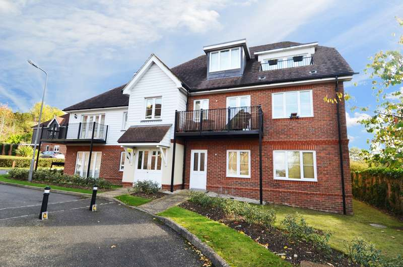 2 Bedrooms Flat for sale in Ivy Lodge, Apple Tree Close, Gomm Road, High Wycombe, HP13