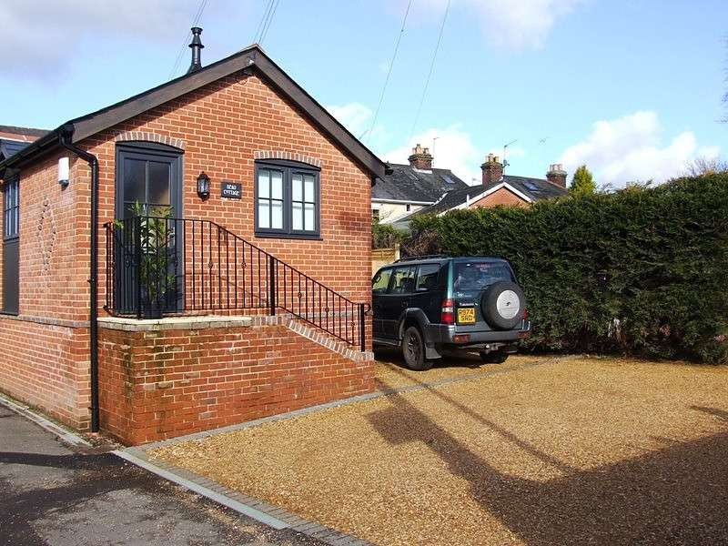 2 Bedrooms Apartment Flat for rent in Botley Road, Romsey, Hampshire, SO51