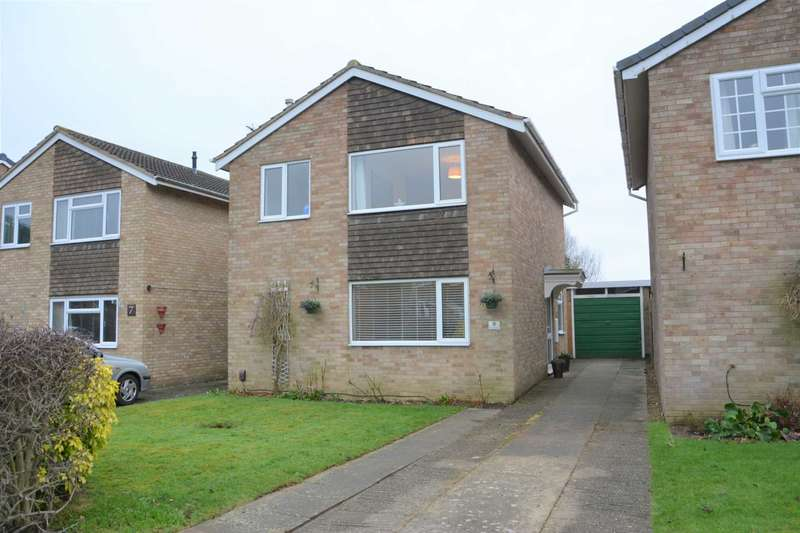 3 Bedrooms Detached House for sale in Ruskin Close, Hillside