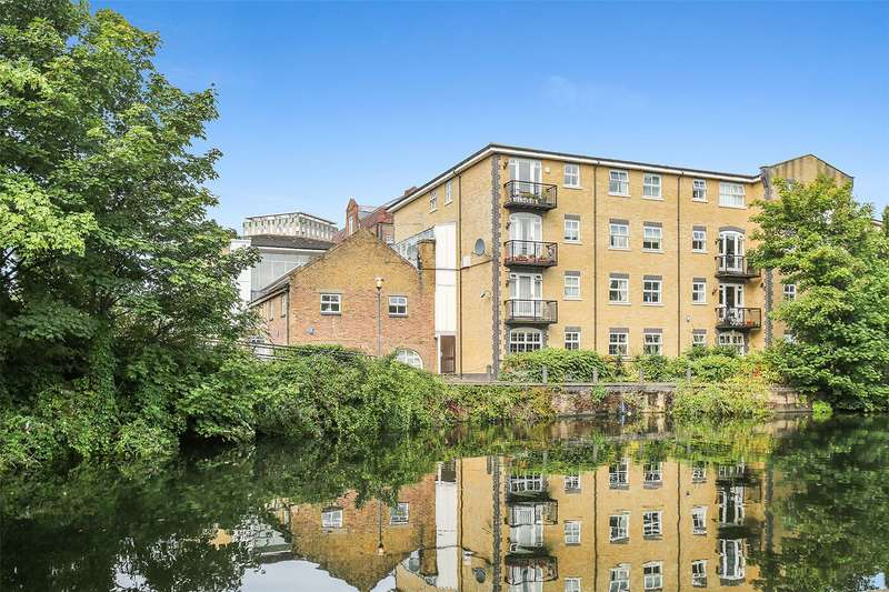 2 Bedrooms Flat for sale in Twig Folly Close, London, E2