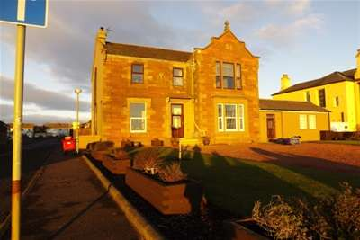3 Bedrooms Flat for rent in South Crescent Road, Ardrossan