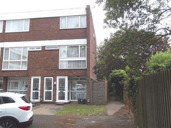2 Bedrooms Maisonette Flat for rent in Barclay Court, Hoddesdon