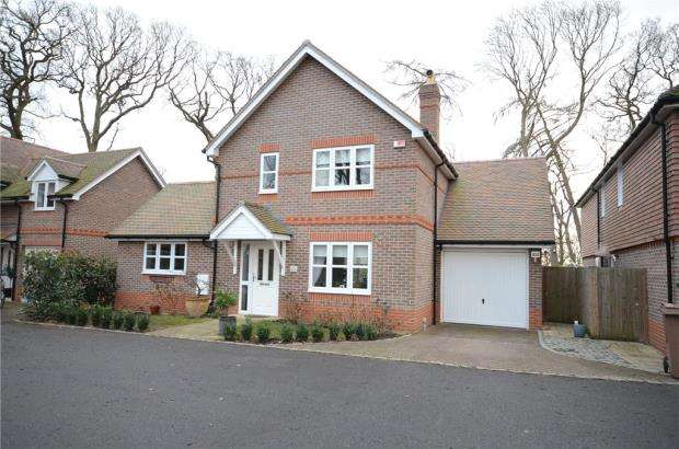 2 Bedrooms Detached House for sale in Wildwood Close, Woodley, Reading