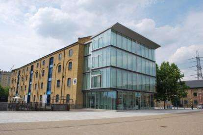 2 Bedrooms Flat for sale in Western Gateway, London, United Kingdom