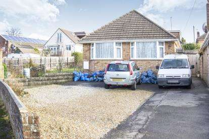 2 Bedrooms Bungalow for sale in Oakdale, Poole, Dorset
