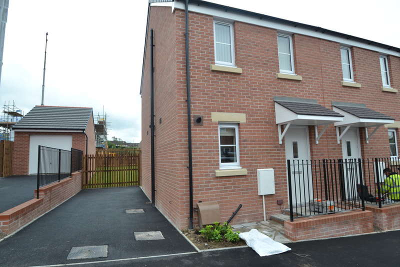 2 Bedrooms Semi Detached House for rent in Maes Brynach. Brynmenyn, Bridgend County Borough, CF32 9PT
