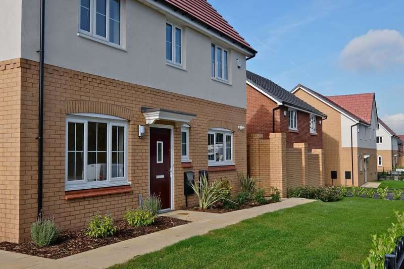 3 Bedrooms Semi Detached House for rent in Grantham, Clayton Road, Kirkby, L33
