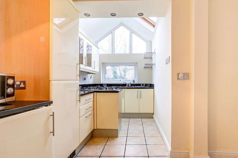 3 Bedrooms Semi Detached House for rent in Douglas Road, Worsley, Manchester, M28