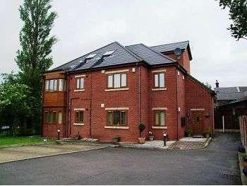 2 Bedrooms Apartment Flat for rent in Royton Hall Place, Shepherd Street, Royton, OL2 5PB