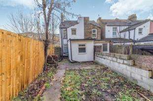 2 Bedrooms End Of Terrace House for sale in Lester Road, Chatham, Kent
