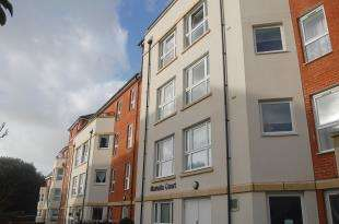 2 Bedrooms Flat for sale in Martello Court, 3-15 Jevington Gardens, Eastbourne, East Sussex