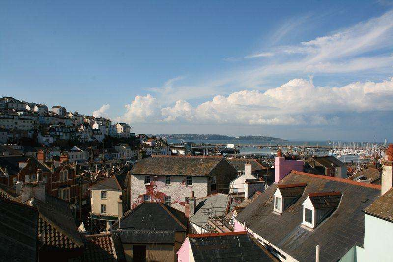 2 Bedrooms Flat for sale in St Peters Hill, Brixham
