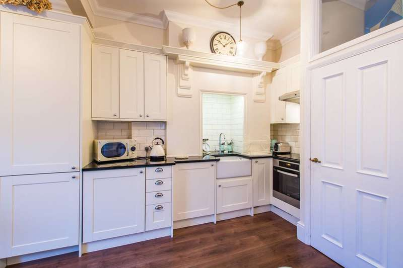 1 Bedroom Flat for sale in Tremadoc Road, Clapham High Street, SW4