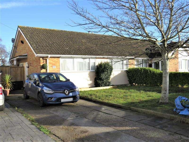 3 Bedrooms Semi Detached House for sale in Spacious Semi-Detached Bungalow