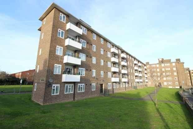 2 Bedrooms Flat for sale in Ospringe Court, London, Greater London, SE9 2LD