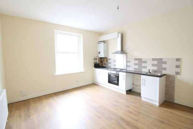 2 Bedrooms Terraced House for sale in Lee Street, Dewsbury, West Yorkshire, WF13 3DJ