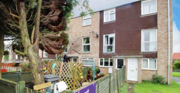 2 Bedrooms Maisonette Flat for sale in Chiltern Close, Bristol, Gloucestershire, BS30 8UL