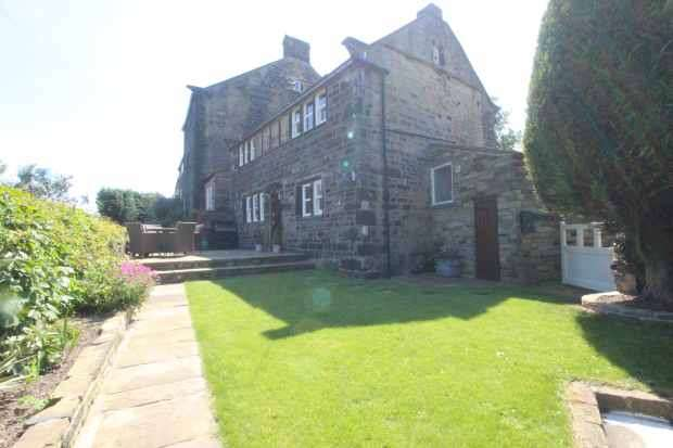 3 Bedrooms Cottage House for sale in Totties Lane, Holmfirth, West Yorkshire, HD9 1UJ
