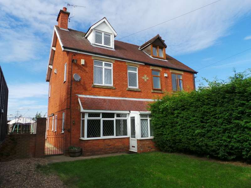 4 Bedrooms Semi Detached House for sale in Old Trent Road, Beckingham DN10