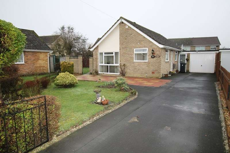 2 Bedrooms Bungalow for sale in Dunnett Close, Attleborough