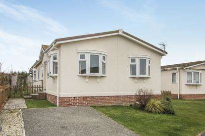 3 Bedrooms Bungalow for sale in St Merryn Holiday Park, St Merryn, Cornwall