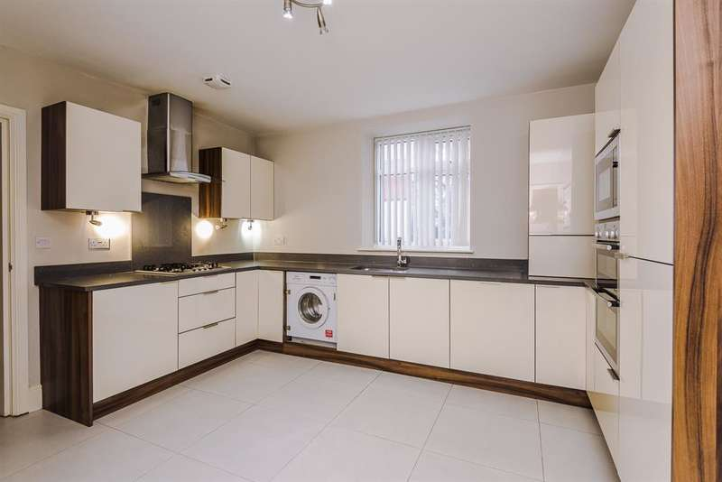 4 Bedrooms House for rent in Higher Green Lane, Tyldesley, Manchester, M29 7JB