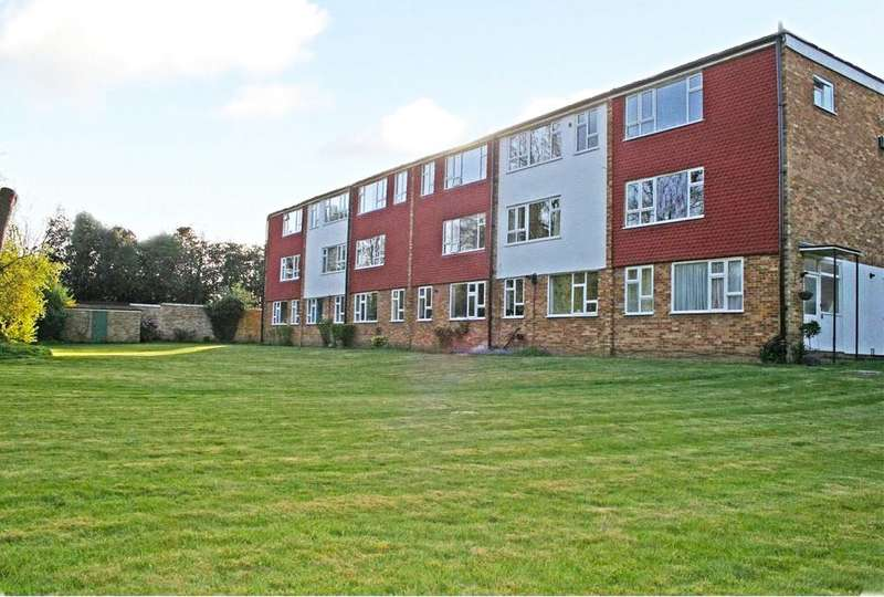 2 Bedrooms Maisonette Flat for sale in River View, Hollies Court, Addlestone, Surrey, KT15
