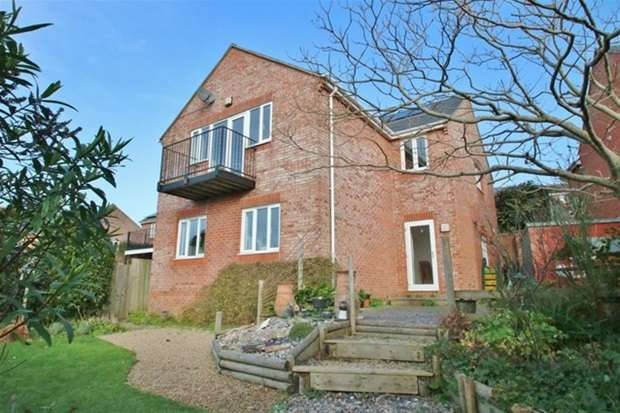 4 Bedrooms Detached House for sale in Three Hill View, Glastonbury