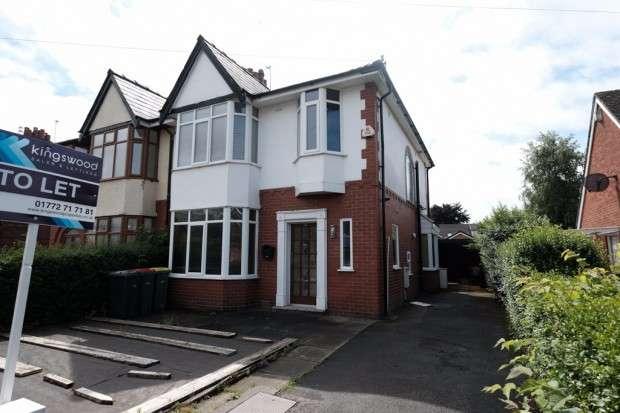 3 Bedrooms Semi Detached House for rent in Westway, Fulwood, Preston, PR2