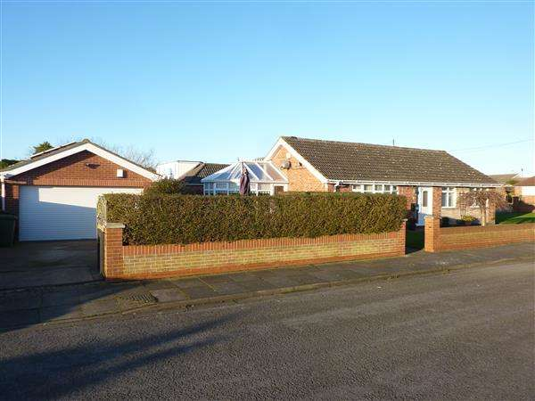 3 Bedrooms Detached Bungalow for sale in TOTNES ROAD, SCARTHO, GRIMSBY