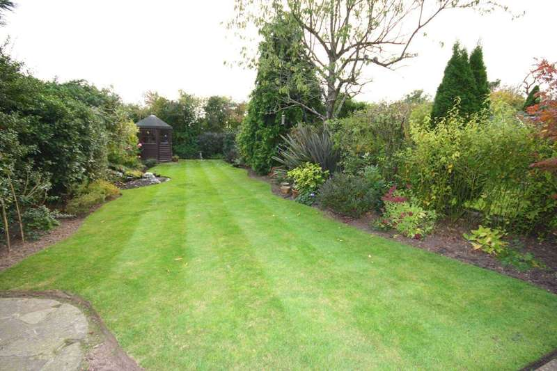 4 Bedrooms Semi Detached House for sale in Church Street, Great Burstead
