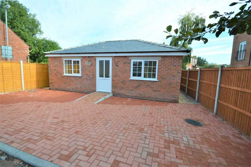 3 Bedrooms Bungalow for sale in London Road, Hazel Grove