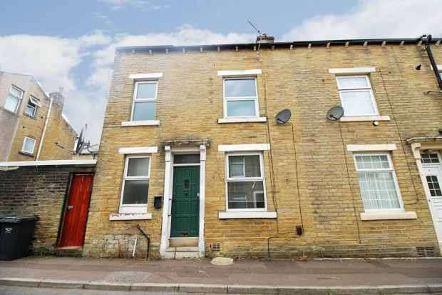 2 Bedrooms Terraced House for sale in Redcar Street, Halifax, West Yorkshire, HX1 4QZ