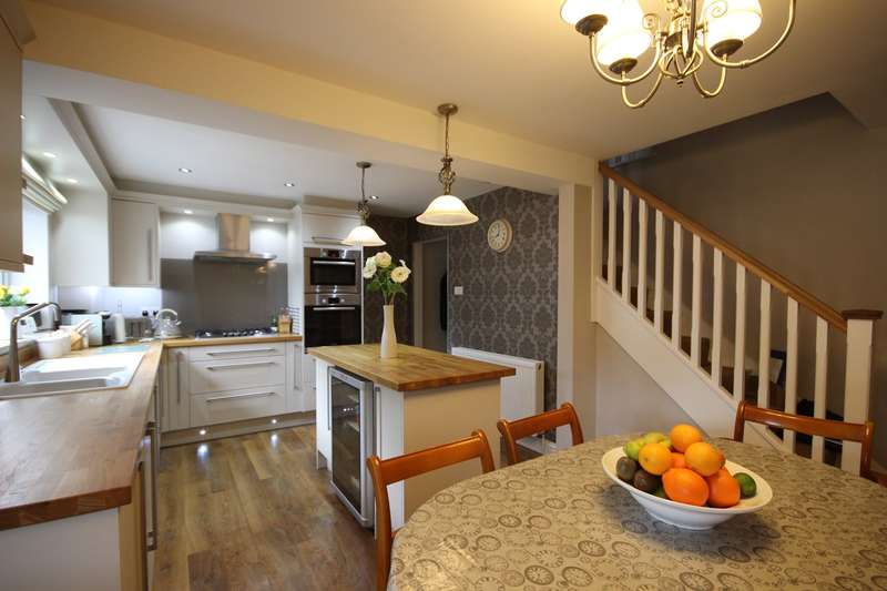 3 Bedrooms Terraced House for sale in Arthur Street, Ampthill, Bedford, MK45