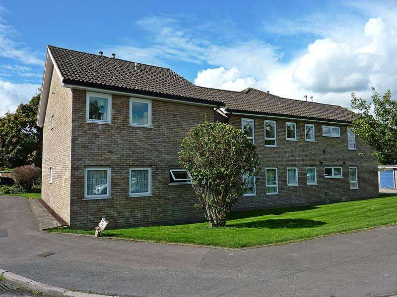 2 Bedrooms Flat for sale in WOOBURN GREEN