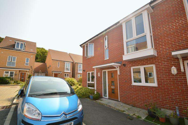 2 Bedrooms Semi Detached House for sale in East Cowes, PO32 6FL