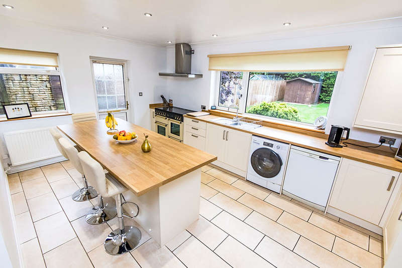 4 Bedrooms Detached House for sale in Newark Road, Lincoln, LN6