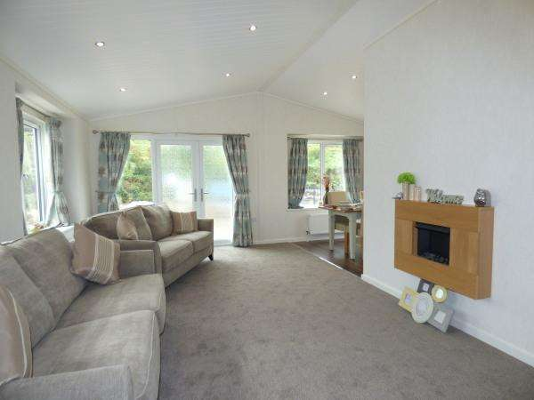2 Bedrooms Park Home Mobile Home for sale in 15 High View, Dales View Park, Salterforth BB18 5SH